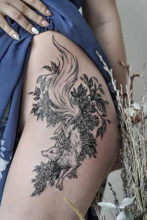 Fox history) Individual design  #tattoo #linework #tattoosketch #sketch #jeannesaar #jeannesaartattoo #naturetattoo #graphictattoos #fox #foxtattoo #flower