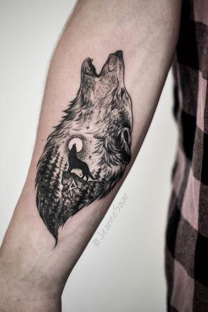 Wolf song Individual design  #tattoo #linework #tattoosketch #sketch #jeannesaar #jeannesaartattoo #naturetattoo #graphictattoos #wolf #viking #magic #moon #wolftattoo