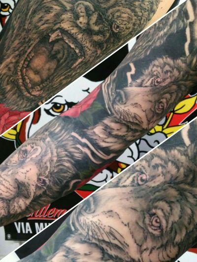 Info e appuntamenti: thebulldogtattoo@gmail.com - +393314138431 - via Milano 49 Alessandria #tattoo #thebulldoggentlemanstattooclub #alessandria #instagood #tattoosofinstagram #tat #tatted #ink #inked #inkedgirls #tattoolifecommunity #tattoolife #tattooed #flash #flashtattoo #femaletattooist #femaletattooartist #italiantattoo #valenza #noviligure #lion #blackandwhite #blackandgray #animaltattoo #wolf #gorilla #roses