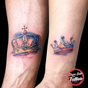 King & Queen #tattooart #tattooartist #color #colortattoo #crown #crowntattoo #smalltattoo #kingandqueen