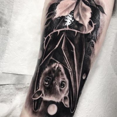 Tattoo by Chris Bradbury #ChrisBradbury #battattoos #bat #animal #dracula #vampire #nature #night #realism #realistic #hyperrealism #blackandgrey #moon