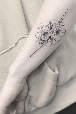 #lineart #linedrawing #minimalism #onelinedrawing #fineart #contemporaryart #illustration #fineline #finelinerart #portrait #tattoosketch #oneline #tattooidea #flowertattoo #thetattooedukraine