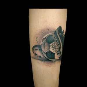 #tattoo #ink #inked #futbol #football #footballtattoo #blackandgrey #grises #maradona #tatuajesdefutbol #luchotattoo #yami #luchotattooer #pergamino #buenosaires