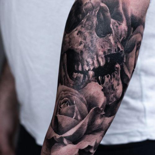 Tattoo on forearm with skull #skull #rose #darkart #darktattoo #forearmtattoos  #polish #blackandgraytattoos