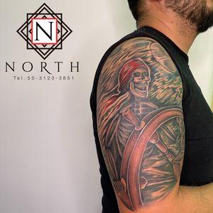 Tatuaje de pirata calavera
