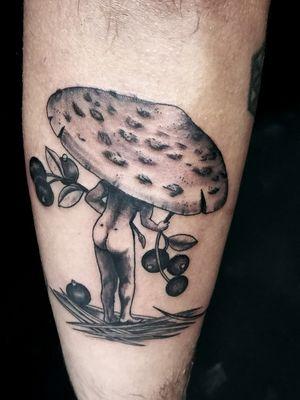 #aletatou #prahatattoo #prague #mushroomtattoo #mushroomlady #originaltattoo #berriestattoo