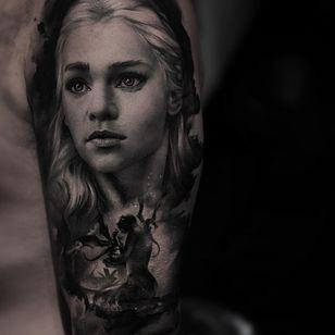 Game of Thrones tattoo by Thomas Carli Jarlier #ThomasCarliJarlier #GameofThrones #GameofThronestattoo #GoT #GoTtattoo #HBO #tvshowtattoo #popculturetattoo #daenerystargaryen