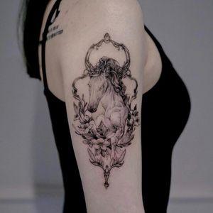 Upper arm tattoo by Zihwa #Zihwa #TattoodoApp #TattoodoApptattooartist #tattooartist #tattooart #tattooidea #inspiringtattoo #besttattoo #awesometattoo