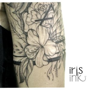 Floral sleeve #floraltattoo #floralsleeve #protea #proteatattoo #proteaflower #air #airsymbol #band #bandtattoo #dotwork #dotworktattoo #dotworkers #linework #lineworktattoo #lineworkers #capetown #capetowntattoo #barcelonatattoo #barcelona #ink #girlswithink #girlswithtattoos #girlsgirlsgirls