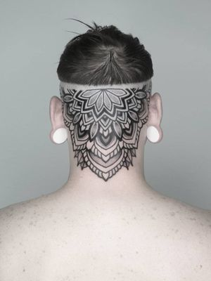 #headtattoo #mandala #headmandala #dotworkers #dotworktattoo #globaltattoomag #blackworkcollective #danselfmade #geometrictattoohunter #geometrip #mandalatattoo #ornament #ornamentaltattoo