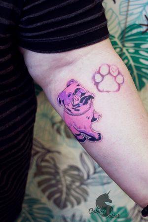 Good Girl named Pearl in sticker on her mom's arm #art #mbyn #stickertattoo #dogtattoo #coloursplashtattoo