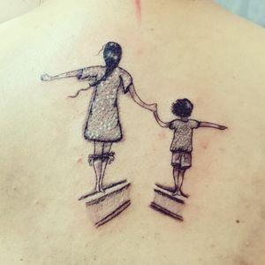 Madre e hijo 🗡️🗡️ @rafa.blueinktattoo en Instagram  #blueinktattoo #tatuajes #tattoo #ink #inktattoo #dinamicink #tatuajespuebla #ezrevolution #ezcatridges #ezcartuchos #applof #eztattooing #madre #madreehijo #pequeñosdetalles #tatuadorespoblanos #doscaminos #unavida #unavidajuntos #mamaypapa #motherandson #blackwork #linetattoo #linework blue ink tattoo Rafael González 🇲🇽 citas y cotizaciones whats app  2225480847 inbox página Facebook  https://www.facebook.com/blueinktattoooficial/n
