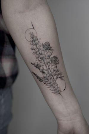 #wildflower #wildflowertattoo #graphictattoo #blacktattoo #fineline #dotwork #blackwork