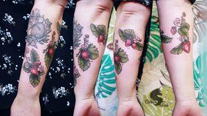 Strawberry field #art #mbyn #coloursplashtattoo #neotraditional #floral #strawberry #coloredtattoo #canadatattoo