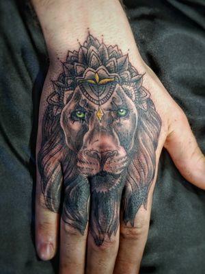 #hand #handtattoo #blackandgrey #lion #primal #design #realism #mandala #voodootatts
