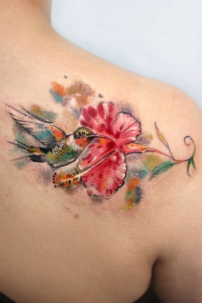 #hummingbird #hummingbirdtattoo #watercolor #watercolortattoo #nw1 #CamdenTown #london #ink #bird #birdtattoo #Bartt #shouldertattoo #flower #flowertattoo #art #highonart #bodyart #cute #cutetattoo #londontattoo #londontattooartist #londontattoostudio For bookings: bartt.tattoo@gmail.com Instagram: @bartt_tattoo