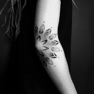 #dotworktattoo #dotwork #dotworkers #mandala #mandalatattoo #mandaladotwork #elbow #elbowtattoo #armtattoo #blackwork #blackworktattoo #blackworkers #geometrictattoo #geometric #geometricaltattoo #geometry #sacredg #sacredgtattoo #sacredgeometrytattoo #sacredgeometry #mandalas #stippling #stipplingtattoo #pointillism #pointillismtattoo #pointillisme #girlytattoo #tattooedgirls #tattooedwomen # girlyink #girlswithtattoos