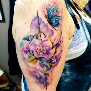 Super fun tattoo on an awesome young lady! #flowertattoo #watercolorflowertattoo #buttetflytattoo #watercolorbutterfly #watercolorbutterlytattoo #flutterby #watercolortattoo #abstracttattoo #pdxtattoo #pnwtattoos #pnwtattooartist #pnw #pdxtattoo #oregoncityguide #oregocitytattooartist