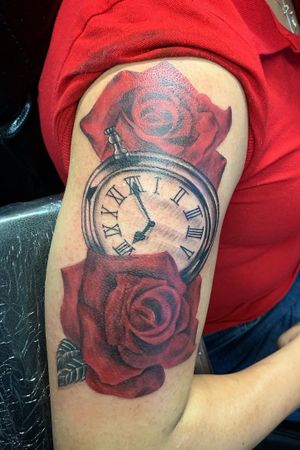 #RoseTattoo#redrosetattoo#clocktattoo
