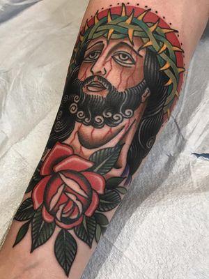 Jesus tattoo by Matt Cannon #MattCannon #Jesustattoo #JesusChristtattoo #religioustattoo #religious #Catholic #Christian #portraittattoo #crownofthorns #rose #flower #floral