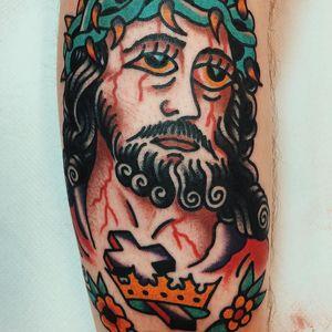 Jesus tattoo by Liam Alvy #LiamAlvy #Jesustattoo #JesusChristtattoo #religioustattoo #religious #Catholic #Christian #portraittattoo #cross #crownofthorns #traditional
