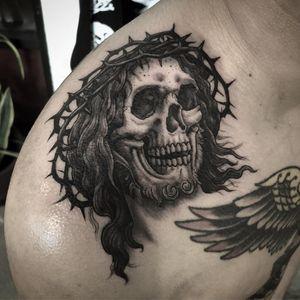 Jesus tattoo by Justin Weatherholtz #JustinWeatherholtz #Jesustattoo #JesusChristtattoo #religioustattoo #religious #Catholic #Christian #portraittattoo #skull #death #blackandgrey #crownofthorns