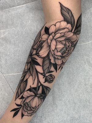 Nature tattoo by Kyle Stacher aka Thief Hands #KyleStacher #ThiefHands #illustrative #linework #nature #organic #fineline #dotwork #flowers #floral #leaves