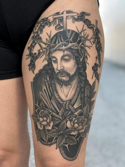 Jesus tattoo by Javier Betancourt #javierbetancourt #Jesustattoo #JesusChristtattoo #religioustattoo #religious #Catholic #Christian #portraittattoo #rose #flower #floral #blackandgrey #crownofthorns