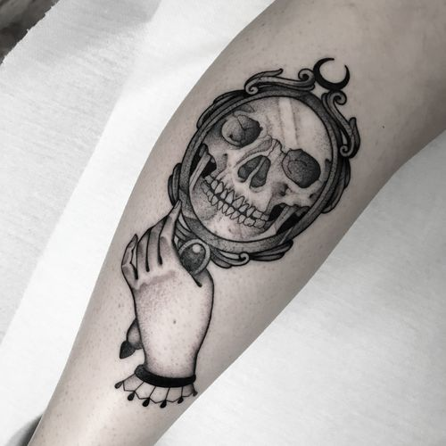 #totemica #tunguska #black #skull #mirror #hand #death #tattoo #originalsintattooshop #verona #italy #blacktattooart #tattoolifemagazine #tattoodo #blackworkers