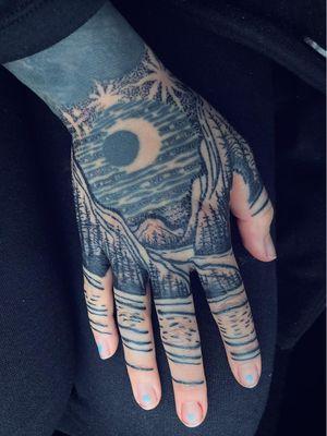 Hand tattoo by Noelle Longhaul #NoelleLonghaul #specialtattoos #uniquetattoos #besttattoos #awesometattoos #tattoodoapp #tattooartist