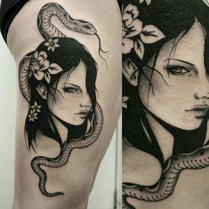 🌸🌸🌸 #tattoodesign #darkartists #blackworkerssubmission #btattooing #blackwork #tattoo #tattoos #tattooart #txttoo #txttooing #londontattoo #perthtattooexpo #sydneytattooexpo #sydneytattoo #inkedgirls #portrait #girl #snake #flowers #miss_preciouss