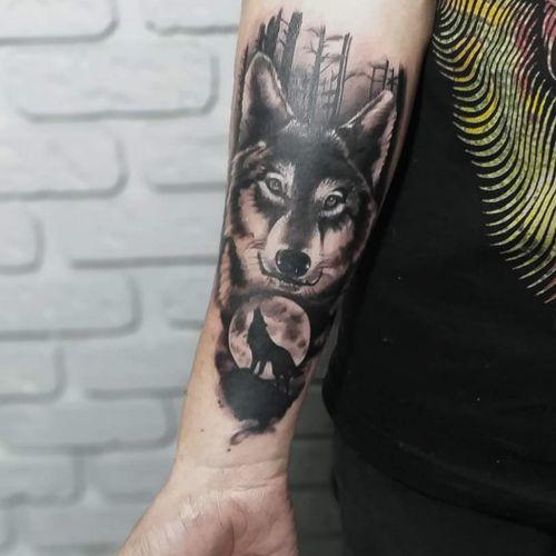 Trabalho em preto e cinza que curti muito o resultado. #blackandgreytattoo #wolf #wolftattoo #blackandgrey #newtimeink #tattoo #tattoos #ink #lobotattoo #lobo #electricink #tattoist #tated #tatedskin #tatts #tattsketches #tattoolife #tattoolove #loveart #inkedup #inked