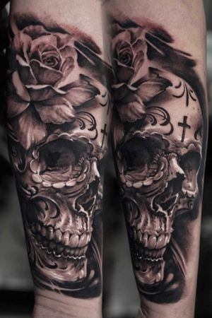 We can't get over how superb this rose and skull combo that Edgar did recently is! It's blowing our minds 💥💀