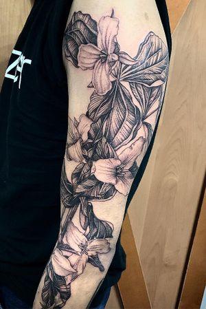 Linework Trillium flower sleeve