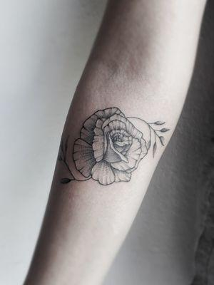 Rosa em estilo fine line