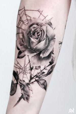 Rose #flowertattoo #rosetattoo #softlightandshade #394tattoo #KoreanTattoos/by_Youn.HARU