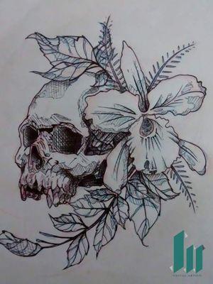 Diseño para antebrazo, calavera y orquídeas.