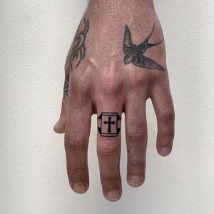 Tiny finger tattoo by Ylitenzo #Ylitenzo #tinytattoos #tinytattoo #smalltattoo #small #tiny #minimal #mini