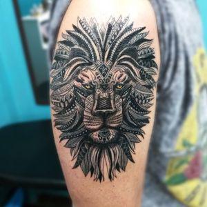 Leão tribal com base realista desenvolvido a partir de referência trazida pelo cliente