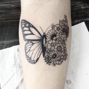Instagram: @trutatattoostudio #butherfly #butherflytattoo #tattoo2me #flowertattoo #blackandgreytattoo #tattoomanaus #tatuagemmanaus #tattooamazonas #tattooblackwork #tatuagempretoecinza #finelinetattoo #tatuagemdelicada #tatuagemcomtracofino #tattootracofino #tatuagensinspiradoras #tatuadoram #tatuadormanaus #tatuagem #tatuagens #tatuagembrasil #tatuagembr #tatuagemam #tattoobrasil #tatuagemamazonas #tattoo #tattoostyle #rosatattoo #inked #tatuador #tattoomanaus #manaus #finelinetattoomanaus #amazonas