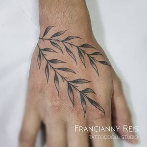 TattooDoll Studio Tattoo da @juulianataina Obrigada pela confiança ❤ . . . Agendamento e Orçamentos Entre em contato no WhatsApp 62 99175-7945 . . . #easyglowpigments #eletricink #tattoodollstudio #goiania