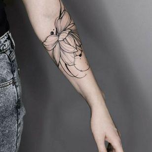 By #tetimalik.tattoo #blackwork #floral #flower #abstract