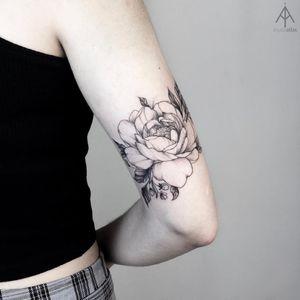 Flower tattoo by Ilyada Atlas #IlyadaAtlas #tattooartist #besttattoos #awesometattoos #tattoosformen #tattoosforwomen #tattooidea #fineline #linework #illustrative #flower #floral #rose #peony
