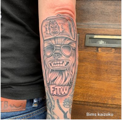 Chewbacca!!! Réaliser sur mon poto @anakyne ❤️😊 a @tourellestattoo ☠️ #bims #bimskaizoku #bimstattoo #chewbaccatattoo #chewbacca #starswars #paris #orleanstattoo #paname #paristattoo #orléans #neotrad #ink #tattoo #tatt #tattoos #tattoomodel #tatts #tattooer #tattooed #tattoostyle #tattooing #tattoolife #tattoolovers #tattoed #tattooworkers #dark #darkartists