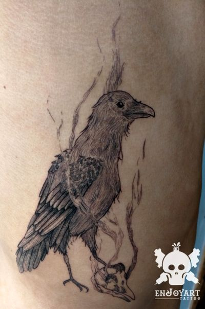 Crow designed and tattooed by me with singleneedle // cuervo diseñado y tatuado por mi con rl1. #crowtattoo #crow #animaltattoo #animals #singleneedletattoo #singleneedle #fineline