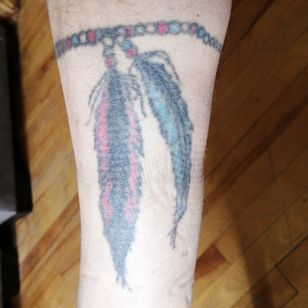 Right inner calf, beads all around leg. Want it to look more realistic and pop out.
