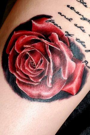 Fun rose from the Louisville villain arts tattoo convention #rose #realism #red #tattooartist #tattooconvention #villianarts #addon #girl #tattoodo #beautiful #fun