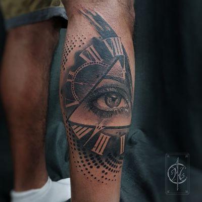 Tattoo on dark skin #realistic #realism #eyetattoo #eye #blackandgrey #blackandgreytattoo #blackAndWhite #trashpolka #trashpolkatattoo #watchtattoo #abstract #abstracttattoo