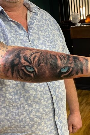 Tiger eyes piece did last week guys. Well done to my regular customer for being brave. For booking inquiries feel free to contact me or pop in to shop @blackinktattooist for an individual consultation. 🔶Be aware that we still offer finance plans on a tattoos up to 12 months interest free.🔶 #tiger #tigertattoo #tigereye #tigereyestattoo #forearmtattoo #bishop #bishoprotary #bishopmaggi #silverback #silverbackink #hulltattoo #hulltattooists #uktattoo #uktattooist