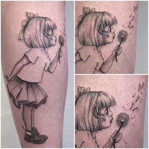 #photooftheday #tattoo #tatouage #littlegirl #littlegirltattoo #fillette #fillettetattoo #dandelion #dandeliontattoo #pissenlit #docmartens #docmartenstattoo #calftattoo #dotwork #dotworktattoo #stippletattoo #stipple #petitspoints #tattoolausanne #lespetitspointsdefanny